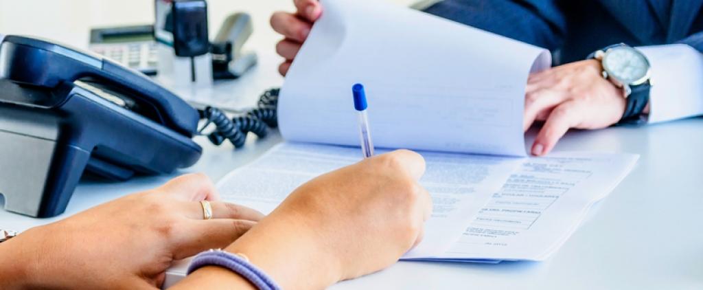 ¿Por qué revisar todas las cláusulas del contrato de franquicia antes de firmar?